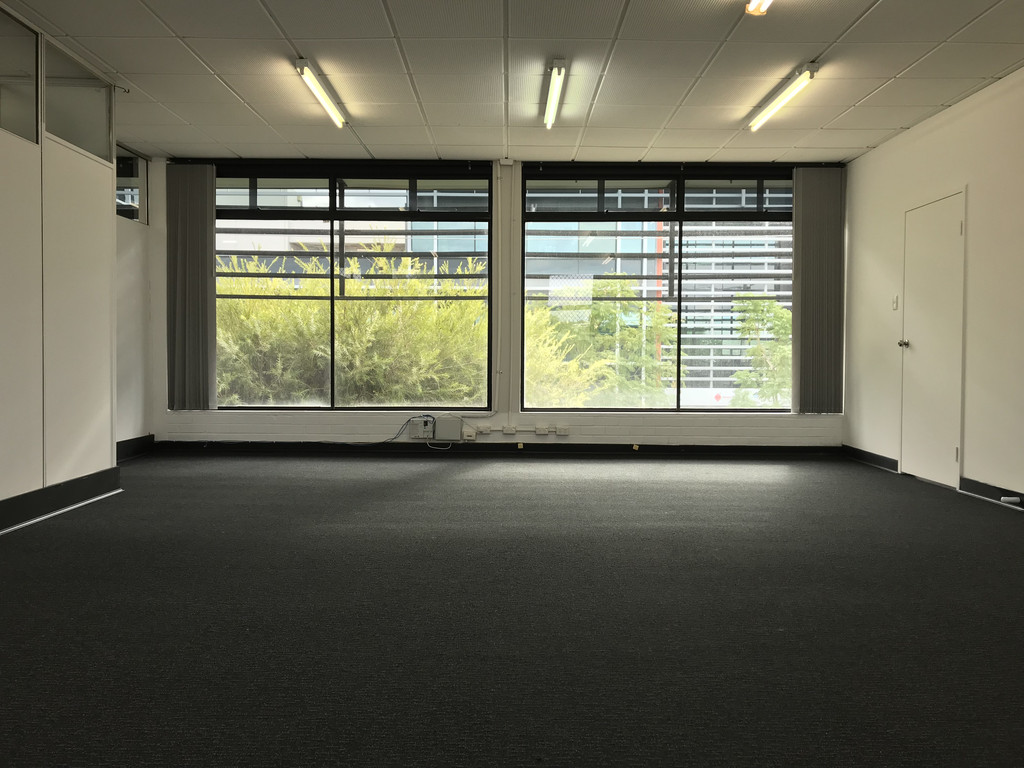 2 MONTHS RENT FREE - VICTORIA PARK OFFICE CLOSE TO IT ALL!