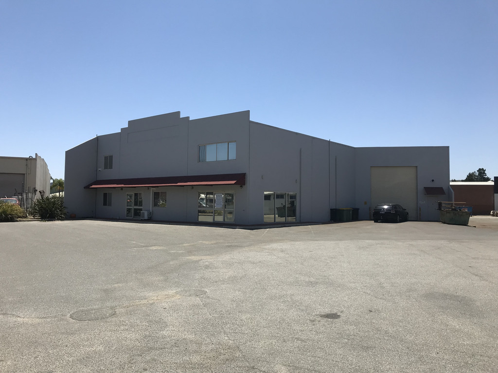 LARGE DUAL ACCESS WAREHOUSE WITH EXCELLENT EXPOSURE