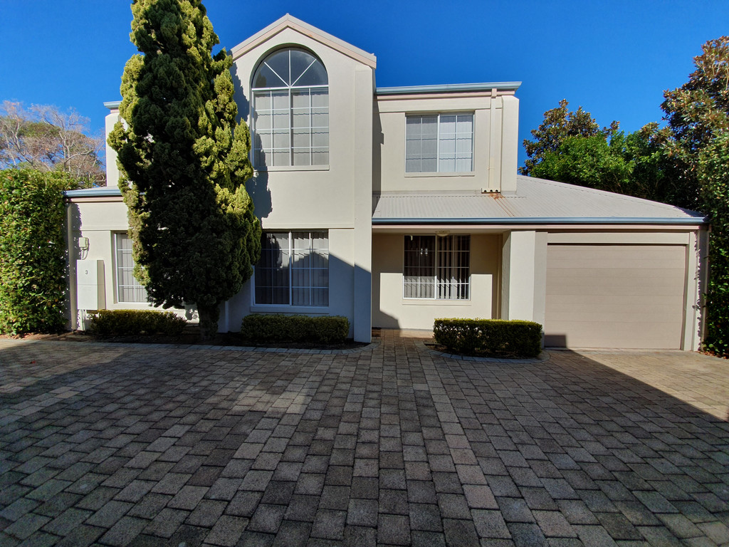 AIR CONDITIONED 3 BEDROOM STAND ALONE TOWNHOUSE!