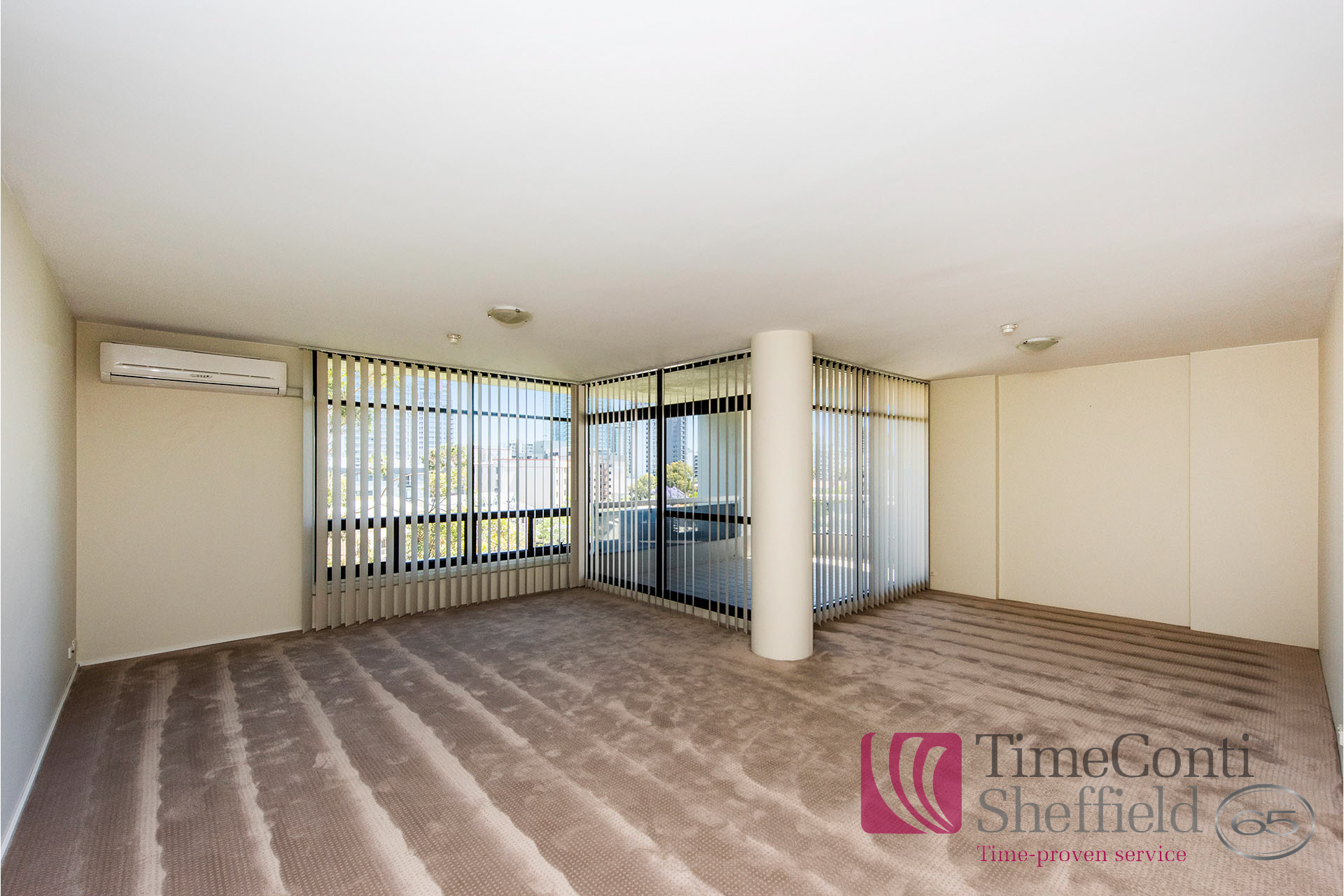 LARGE APARTMENT IN SOUGHT AFTER COMPLEX!!! + 1 WEEK FREE RENT!