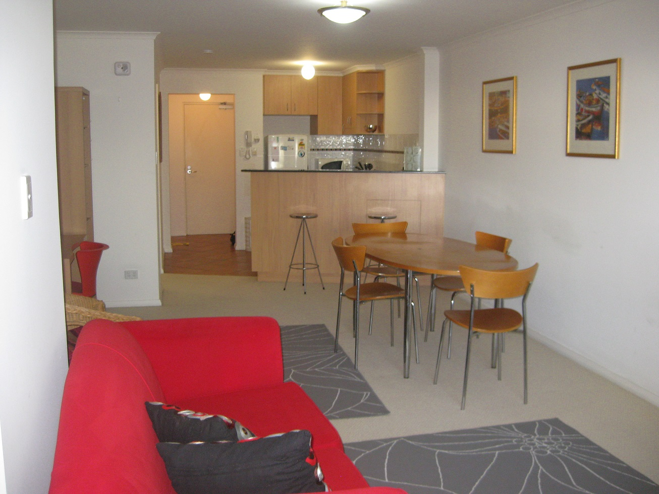 MODERN FULLY FURNISHED & EQUIPPED SECURE APARTMENT!