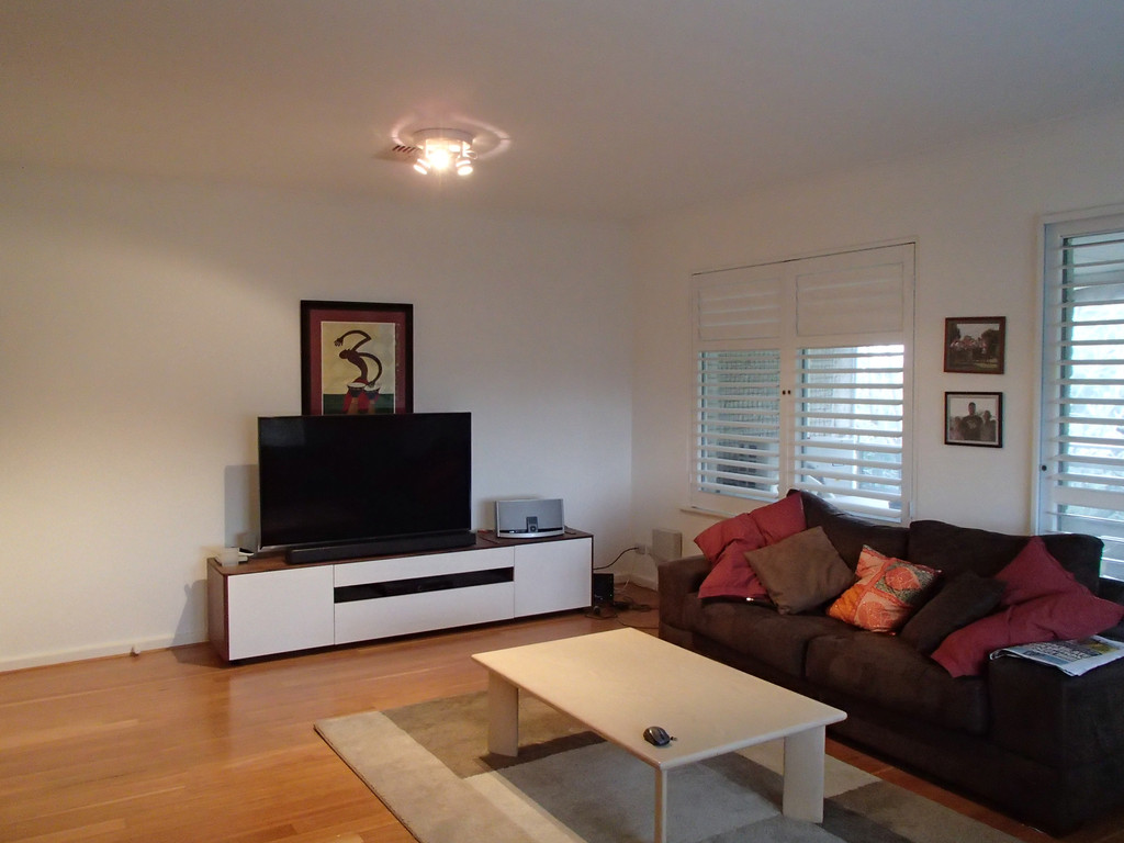 Beautifully renovated 2 bedroom unit in a quite location.