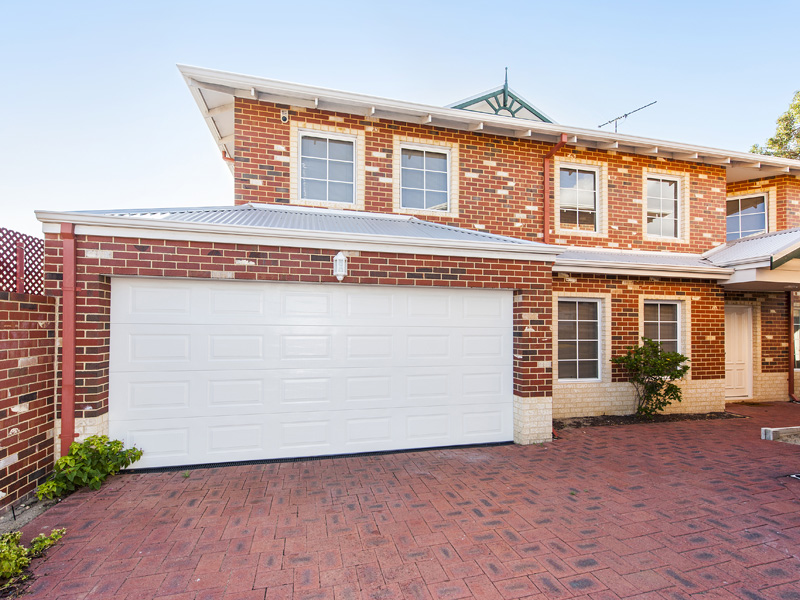 IMMACULATE 4X2 TOWNHOUSE WITH DUCTED AIR CONDITIONING!