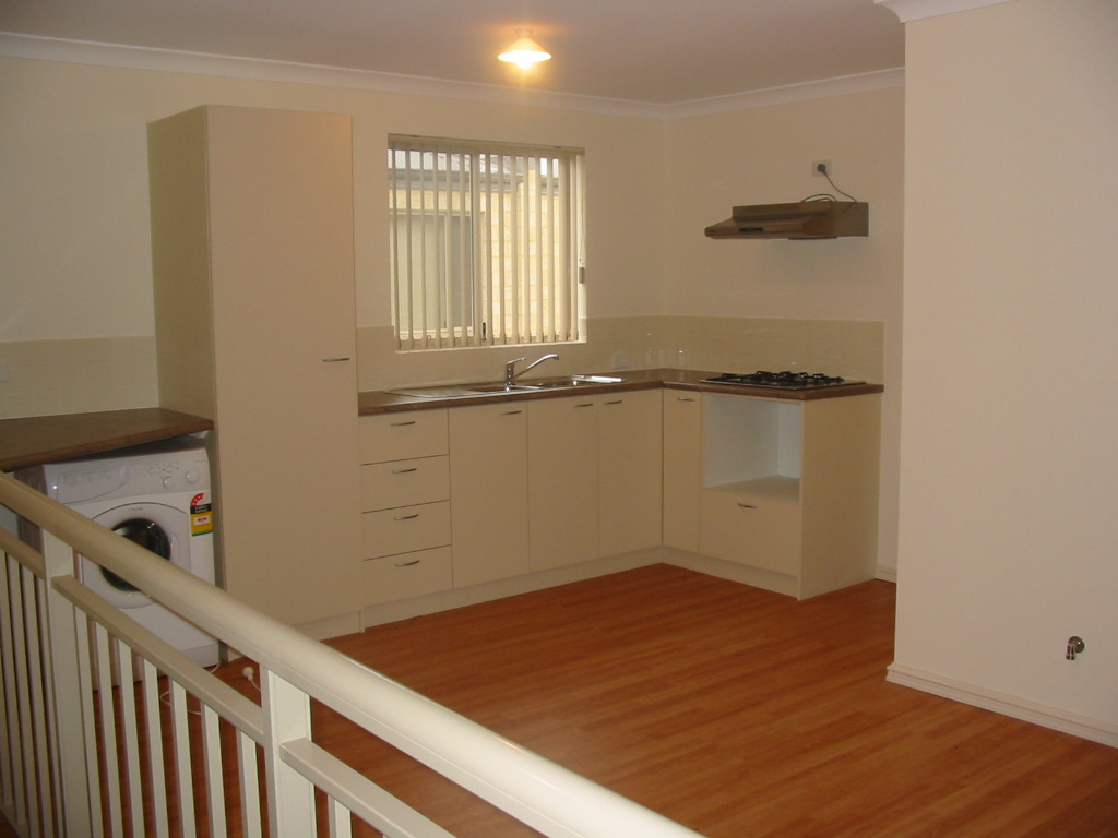 ONE BEDROOM APARTMENT JUST MINUTES FROM THE TOWN CENTRE!