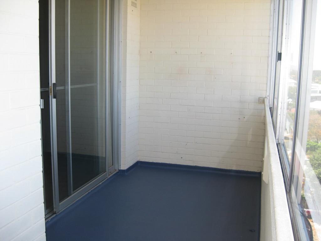 6723-balcony