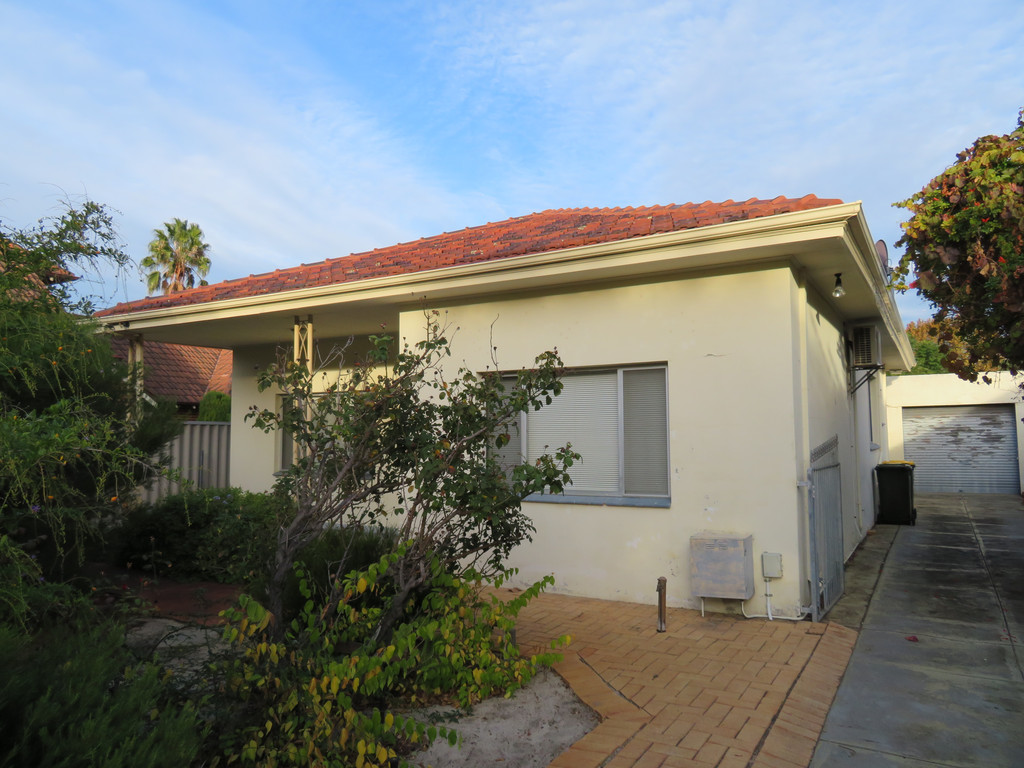 CHARACTER THREE BEDROOM HOME WITH THREE AIRCONS!