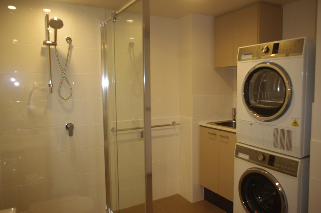 8278-004-Bathroom