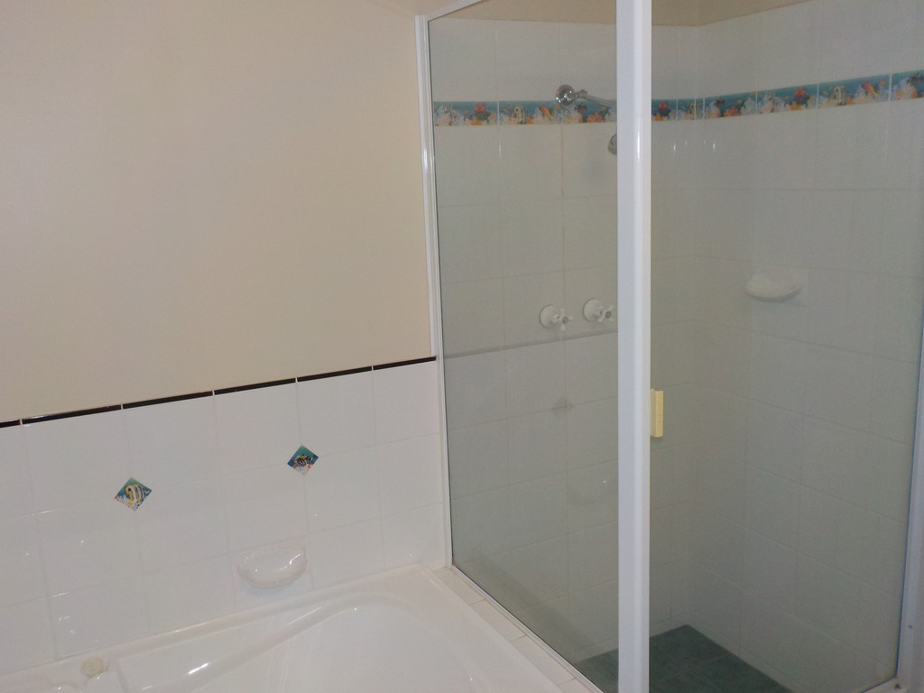 9553-008-Bathroom