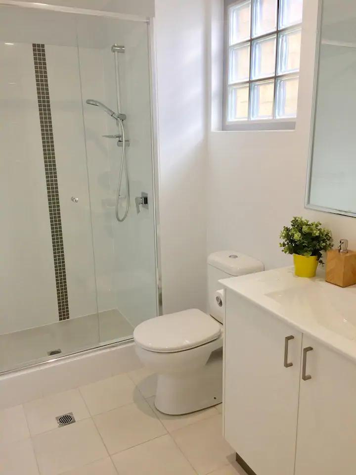 17388-007-Bathroom