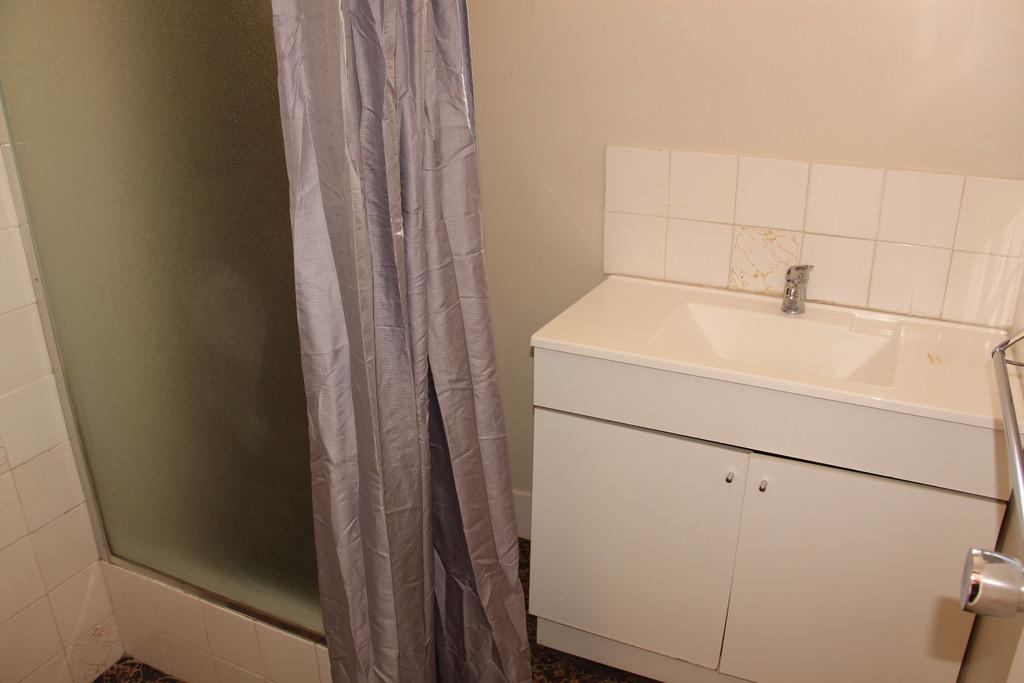 6786-008-Bathroom
