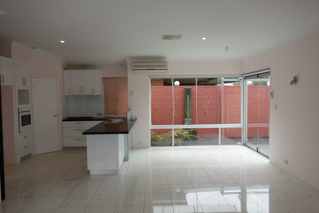 MODERN 4 BEDROOM HOUSE WITH AIR CONDITIONING!!!