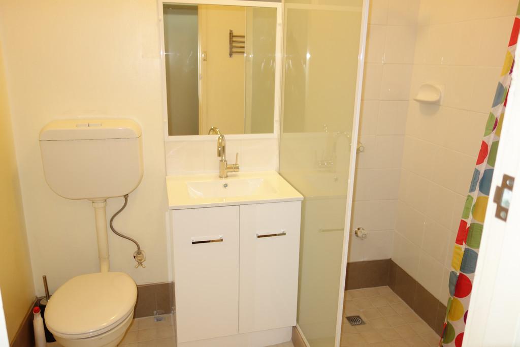 15005-004-Bathroom