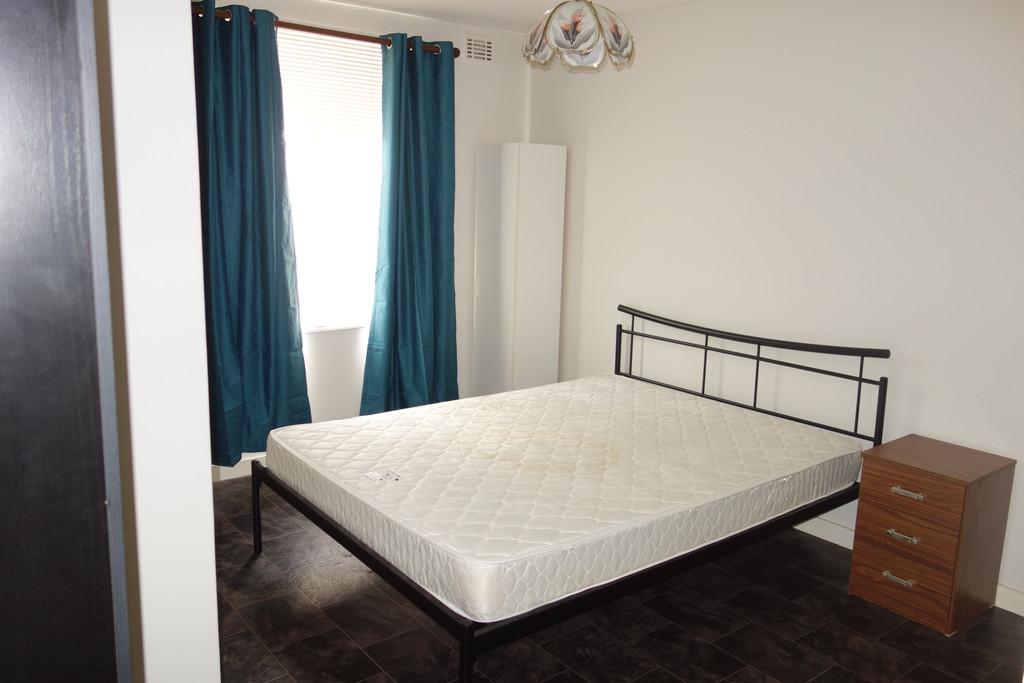 15129-005-Bedroom