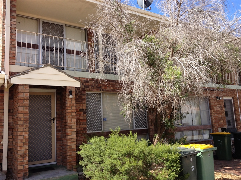 2 BEDROOM AIR CONDITIONED TOWNHOUSE!