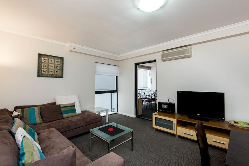 MODERN TWO BEDROOM APARTMENT WITH AIR CON!