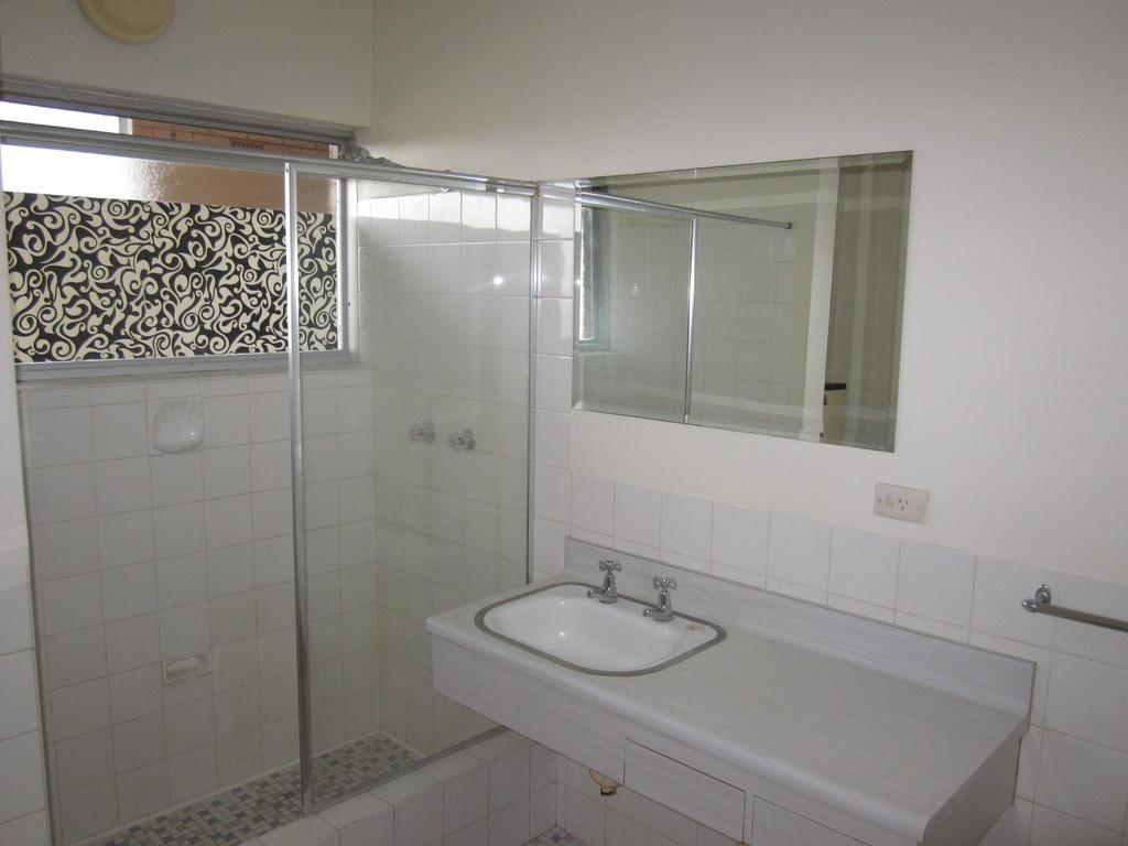31821-005-Bathroom