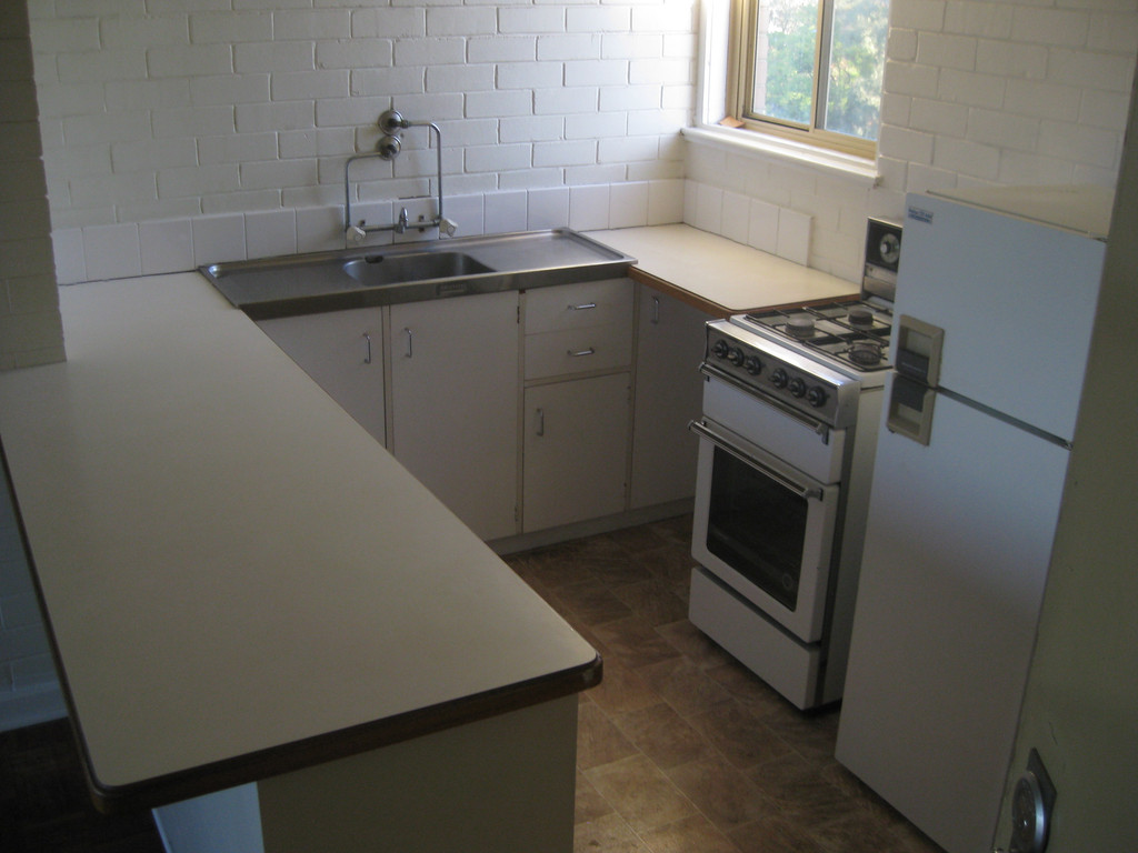 PARTLY FURNISHED UNIT IN SECURE COMPLEX!