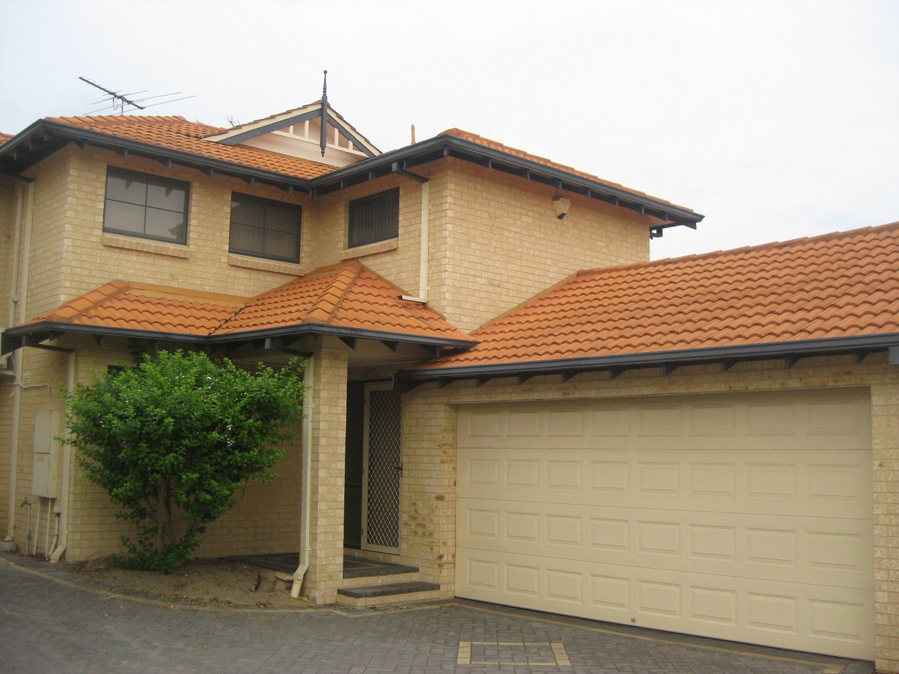 IMMACULATE THREE BEDROOM TOWNHOUSE