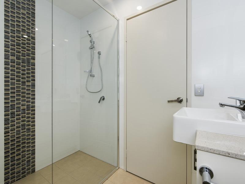 32206-008-Bathroom