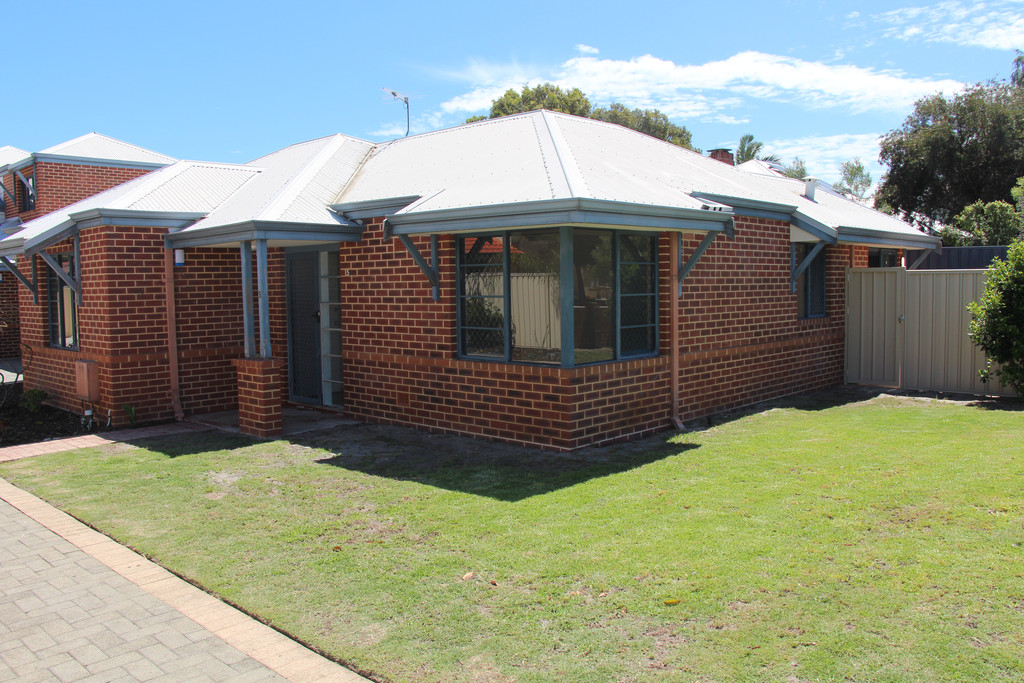 BE QUICK TO SECURE THIS NEWLY RENOVATED 3 BEDROOM EASY CARE FOR UNFURNISHED VILLA ON QUIET STREET. REVERSE CYCLE AIR CON.
