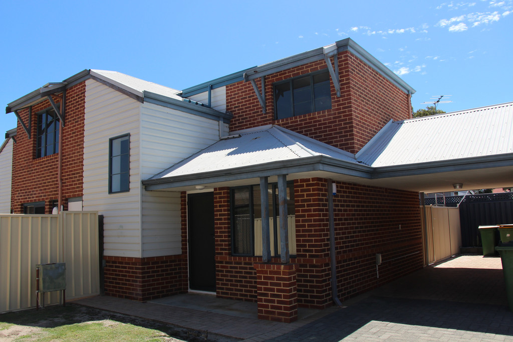 BE QUICK TO SECURE THIS NEWLY RENOVATED 3 BEDROOM EASY CARE FOR UNFURNISHED TOWNHOUSE ON QUIET STREET. REVERSE CYCLE AIR CON