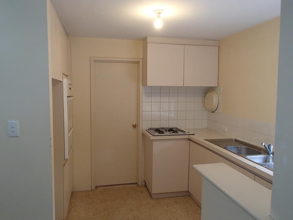 30607-004-Kitchen2