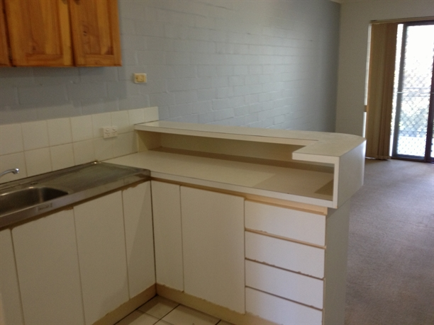 WELL PRESENTED UNFURNISHED UNIT!
