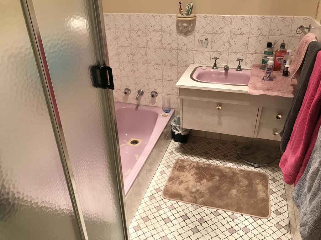 23543-004-Bathroom