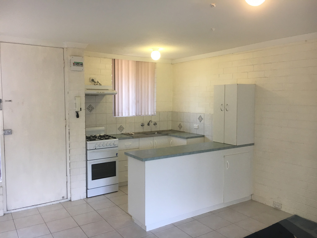 WELL LOCATED SPACIOUS APARTMENT!