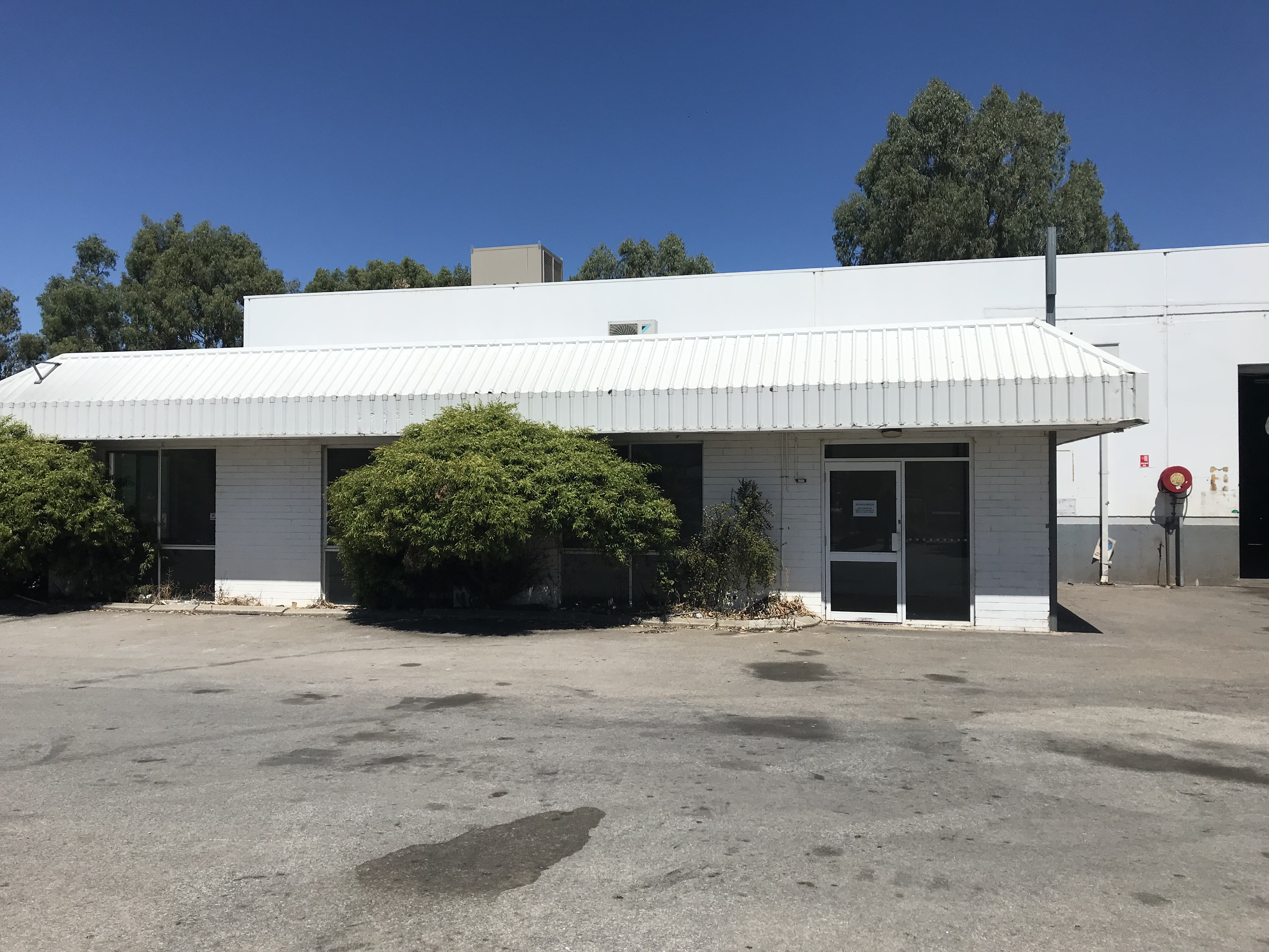 WAREHOUSE & OFFICE FOR LEASE IN BENTLEY!