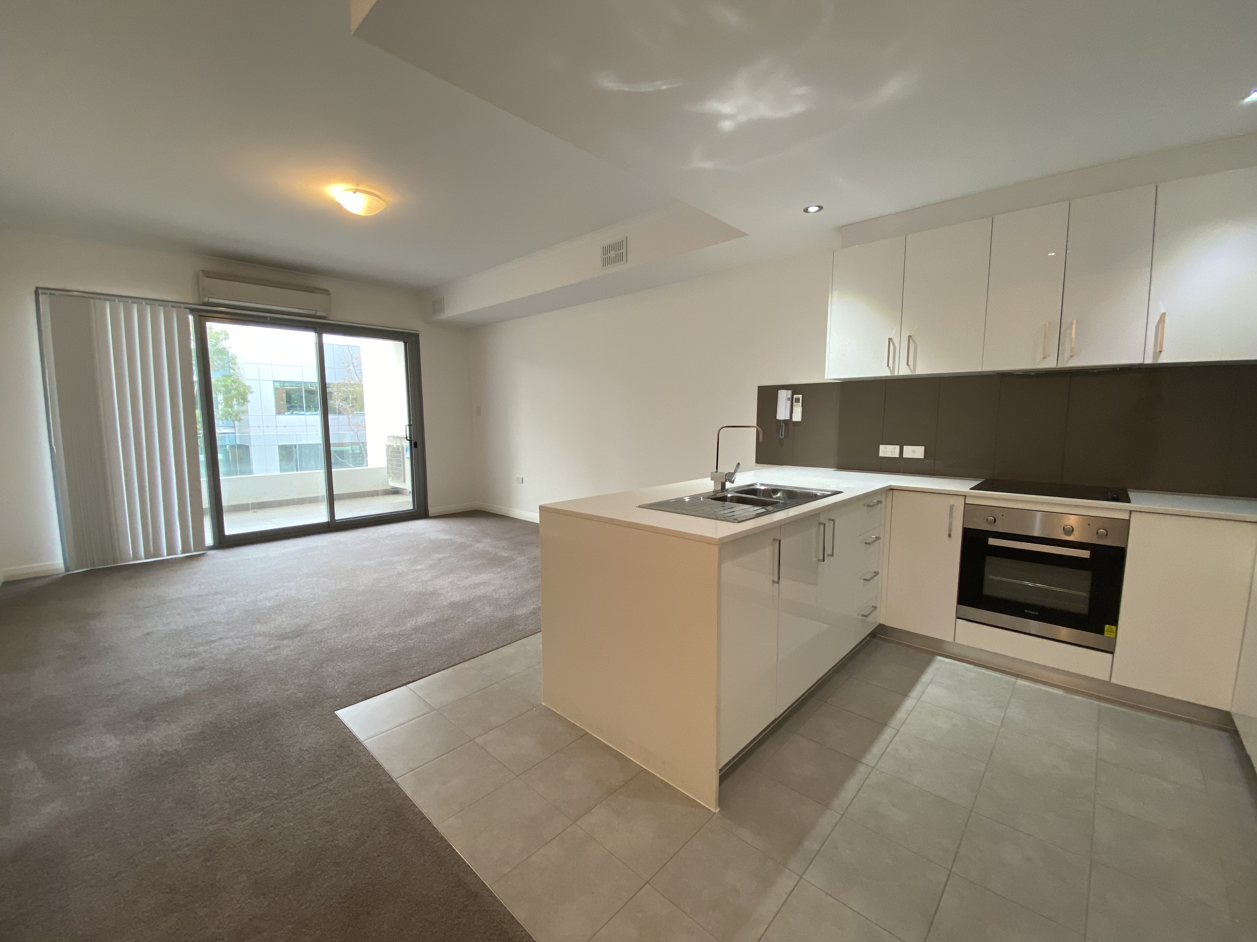 1 x 1 APARTMENT IN VIBRANT LEEDERVILLE