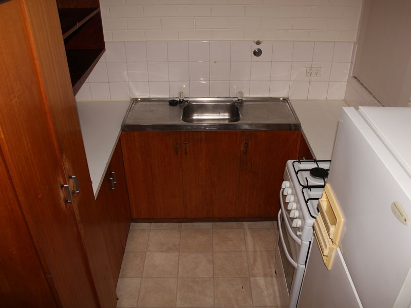 ONE BEDROOM ONE BATHROOM UNIT IN A SECURE COMPLEX