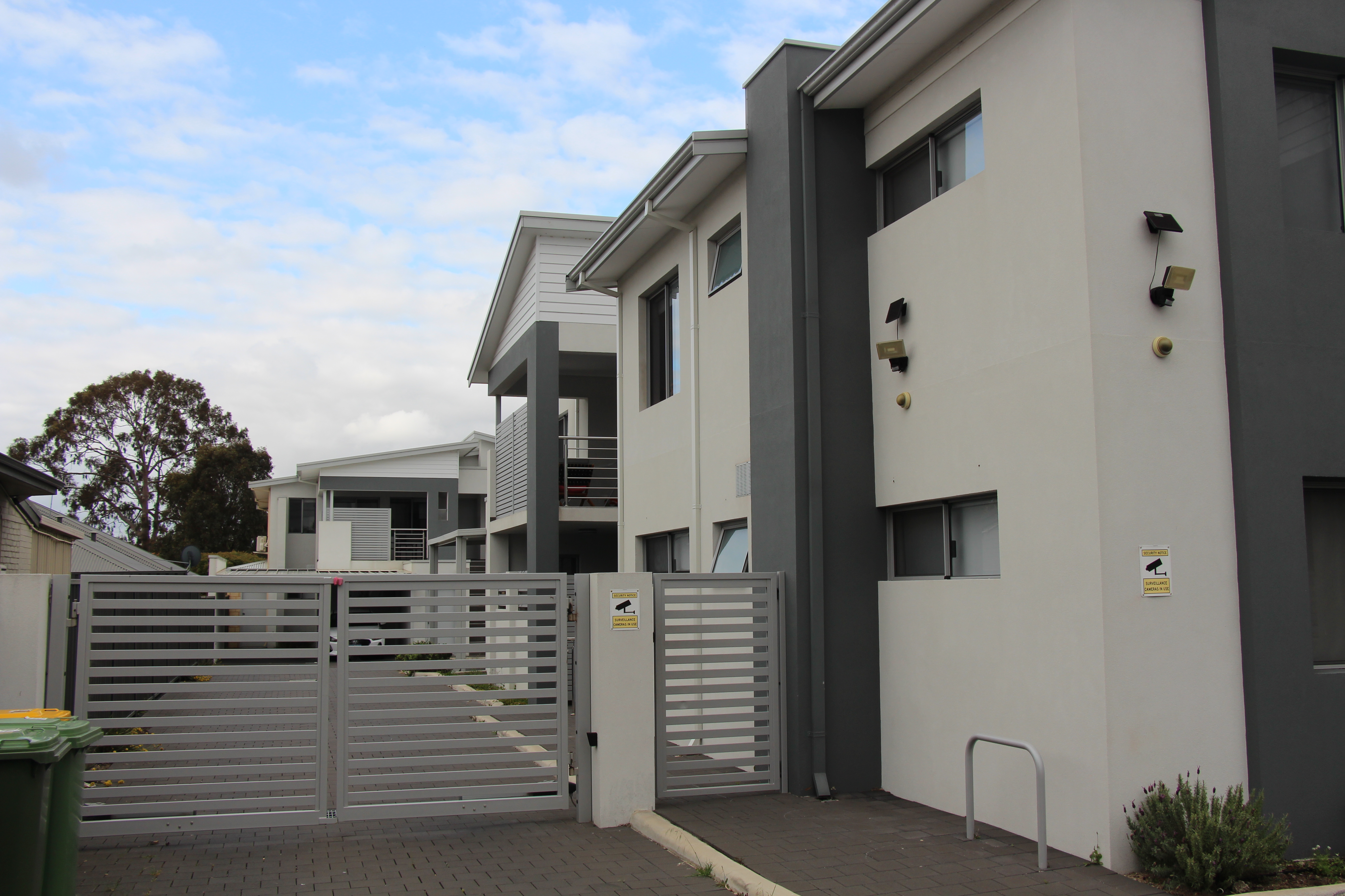 MODERN, NEAR NEW, UNFURNISHED APARTMENT WITH SPLIT SYSTEM HEATING!!!