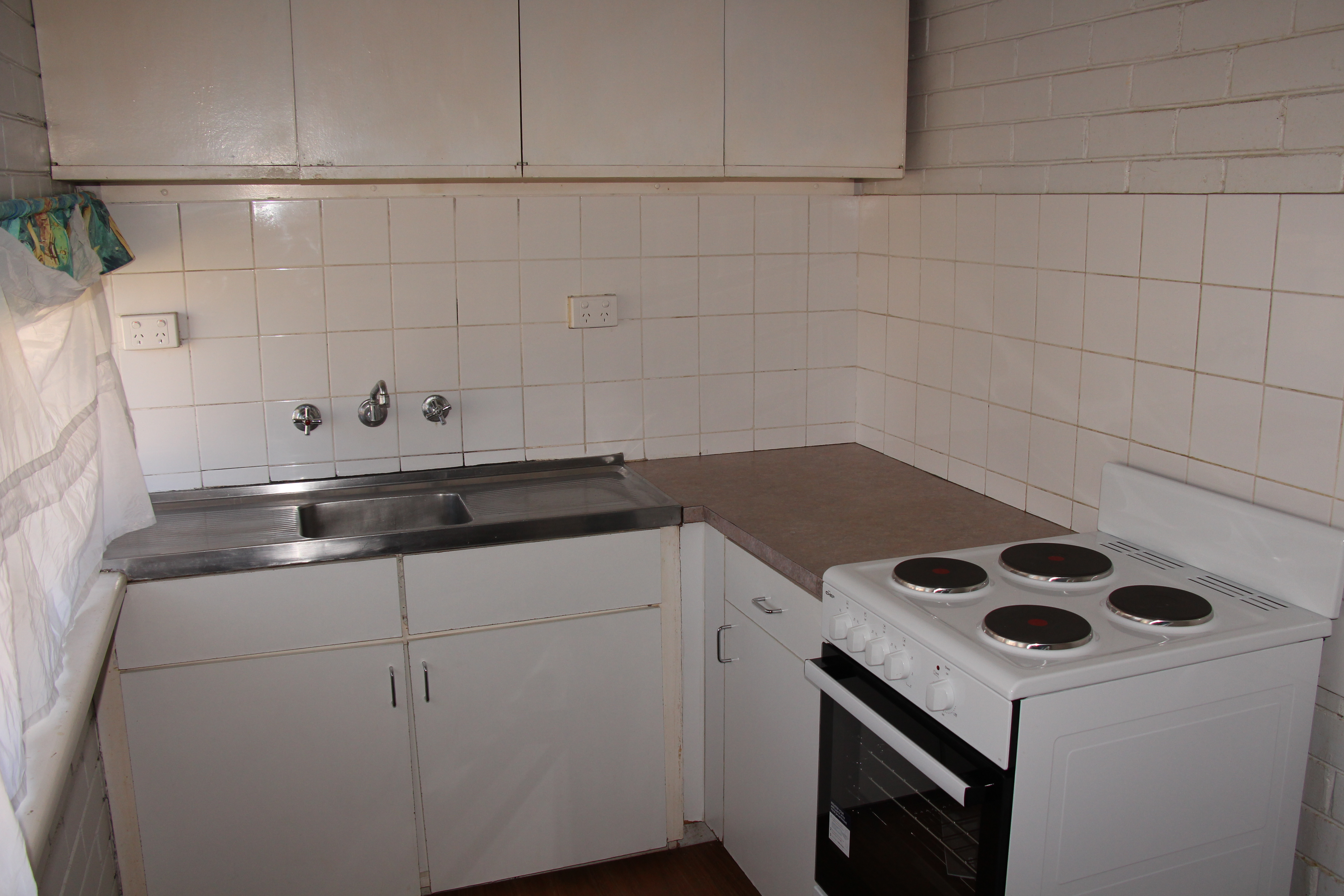 ONE BEDROOM UNIT GREAT LOCATION!